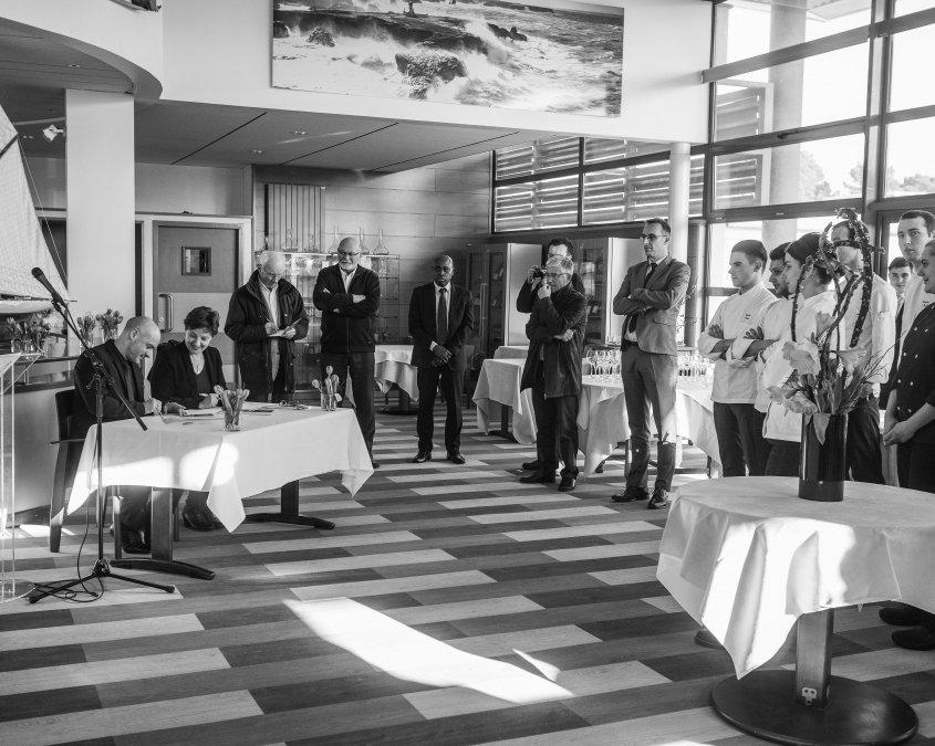Signature de la Charte Ethic Ocean, le 21 mars 2018, à l'occasion des épreuves du concours Olivier Roellinger, pour la préservation des ressources de la mer